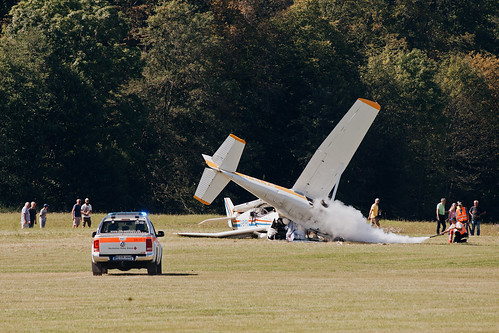 Crash between Cessna 172 D-ELYS & Jodel DR1050 G-BYFM during Oltimer Hahnweide 2019