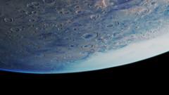 Das von Wolken bedeckte Einschlagsbecken Hellas Planitia