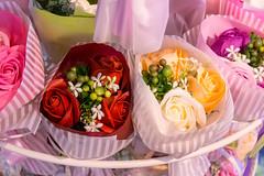 Blumensträuße mit bunten Baderosen von Salsa