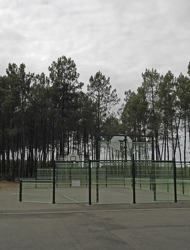 Terrain de Basket landais / Basketballplatz in den Landes / Баскетбольная площадка в Ландах