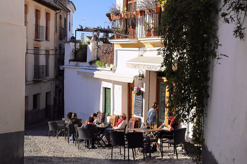 Café 4 Gatos is a nice place for breakfast outside in the sun