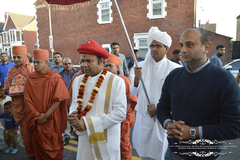 HH Rakeshprasadji Maharaj visits Cardiff Temple