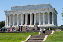 Lincoln Memorial packed with tourists