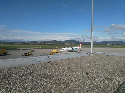 Austrian (OS963 - Dash 8-400) am Flughafen Graz