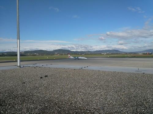 Austrian (OS253 - Embraer ERJ-195LR) und Austrian (OS963 - Dash 8-400) am Flughafen Graz