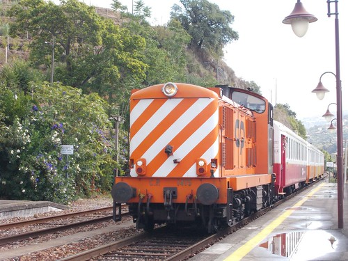 1415 arrives at Aregos with the 10:48 Regua to Porto Campanha, 22nd September 2019