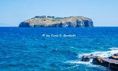Ventotene (LT), 2019, Vista sull'isola di Santo Stefano e sul carcere borbonico..