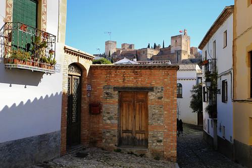Placeta Cruz Verde with peek on Alhambra