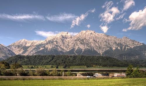 Karwendel und Autobahn