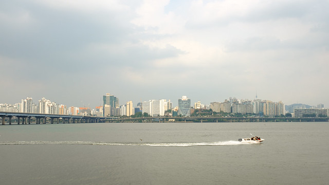 Northbound view from the Plaza in Yeouido Hangang Park