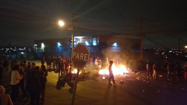 Протесты населения проходят близ бразильского города Куритиба после казни полицейскими четырёх подростков