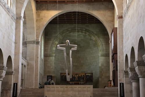 Altarkreuz und Hochchor