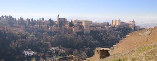 Magnificent view over Alhambra from Sacromonte