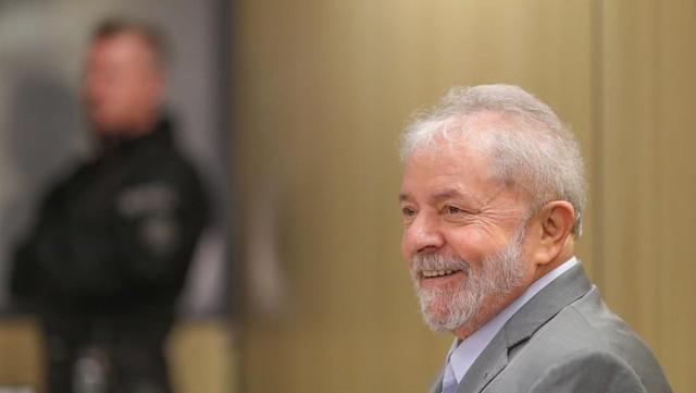 Lula preso começa a se tornar um peso difícil de ser carregado, tal a pressão nacional e internacional diante da farsa jurídica - Créditos: Ricardo Stuckert
