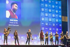 Bits & Pretzels 2019 Gastgeber, MC und Speaker Dan Ram eröffnet mit Blaskapelle die dreitägige Internetkonferenz in München