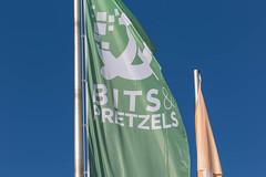 Grüne Fahne von der Gründerkonferenz Bits & Pretzels in München