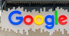 Beleuchteter, bunter Google - Schriftzug