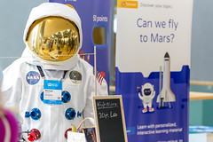 Michael Uhmeier dressed as Astronaut presents Startup Mirabilo learning software for project-based learning methods