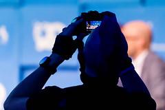 Fotograf auf der Suche nach dem perfekten Bild auf der Bits&Pretzels