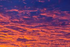 Magischer Himmel - Orange, blau, lila und pink begleiten den Sonnenuntergang