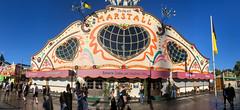 Marstall Festzelt Außenansicht vor blauem Himmel