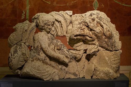 néreide à cheval sur un griffon marin, musée romain, Avenches