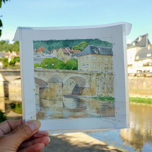Pose récréation pendant le croquis du vieux pont à Montignac