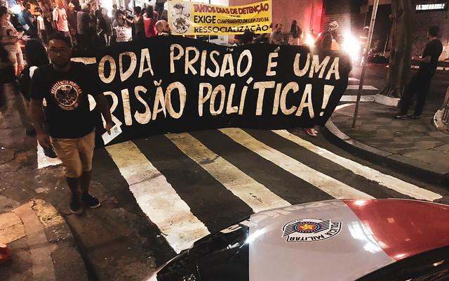 """Демонстранты: """"Все заключённые в Бразилии политические"""""""