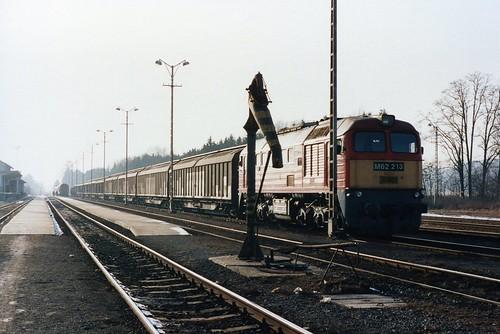 MÁV: M62 213 mit Güterzug für das Opel-Werk in Szentgotthárd
