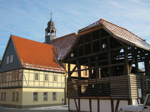 Heringen (Helme): Rathaus mit Glockenhäuschen zu Heringen
