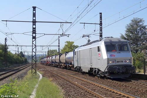 BB26000 SNCF 26178 + Wagons Plats