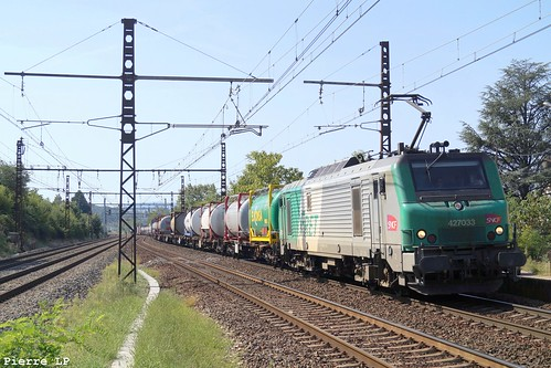 BB27000 Fret SNCF 27033 + Wagons Plats