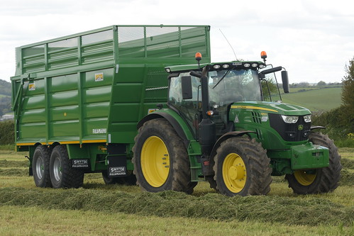 John Deere 6155R Tractor with a Smyth Trailers Supercube Field Master Trailer