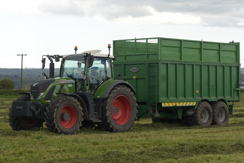 Fendt 720 Vario Tractor with a Thorpe Trailer