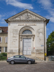 Ancien palais de Justice de Joigny - Photo of Laduz