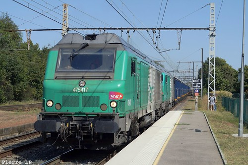 BB75000 Fret SNCF 75417 + BB75000 Fret SNCF 75414 + Wagons Trémies, Citernes