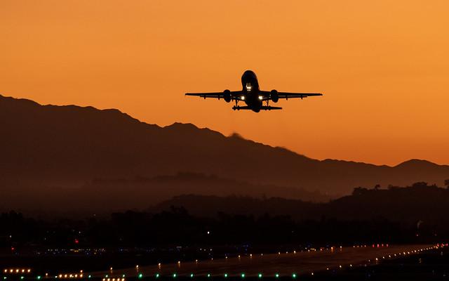 A United Airbus A319 Denver Bound