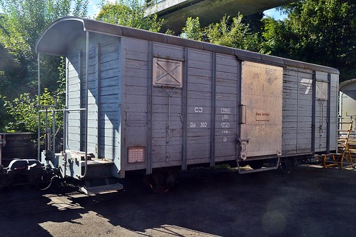 Alter Güterwagen der Chemins de fer du Jura