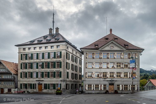 Trogen (CH, Kanton AI). District Court (left) and town hall.