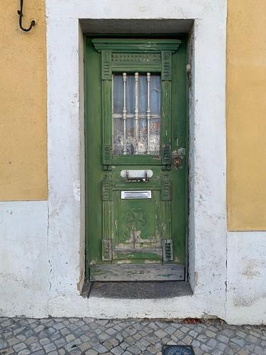 'O crochet da porta verde', rua Cel. João Brás de Oliveira, Caneças (Portugal)