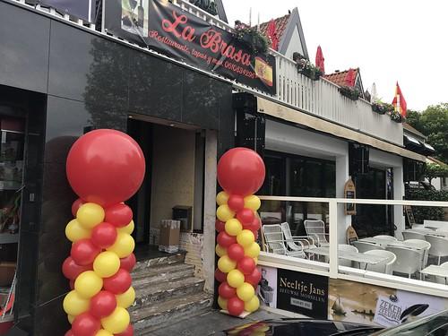 Ballonpilaar Breed Tapasrestaurant  La Brasa Renesse