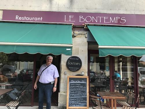 492. Lunch stop on Bordeaux trip