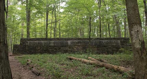 Paoli, IN / Indiana Pioneer Mothers' Memorial (#0294)