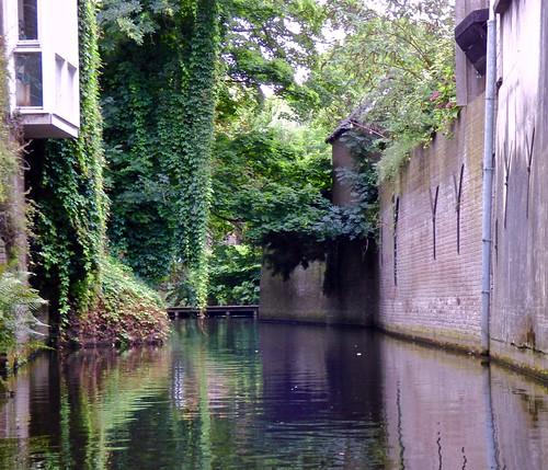 Een boot tocht over de Binnen Dieze .