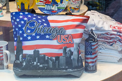 "Souvenirs for tourists in the US: bag and water bottle with ""Chicago USA"" stars and stripes print and skyline of the city in greyscale"