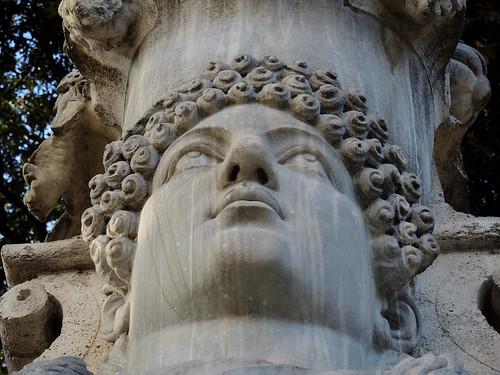 Erma colossale con busto femminile