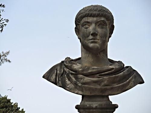 Parco dei Daini;  Busto di Costanzo