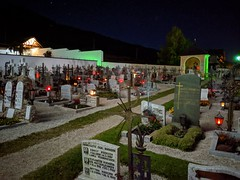 Villabassa Nierderdorf Churchyard at night