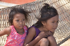 Cuyo, kids watching kitesurfers