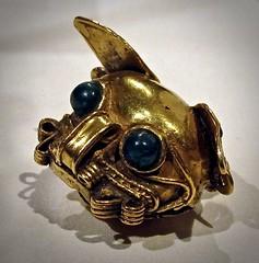 Panama, Macaracas (attr.), gold pendant in the form of a feline head.